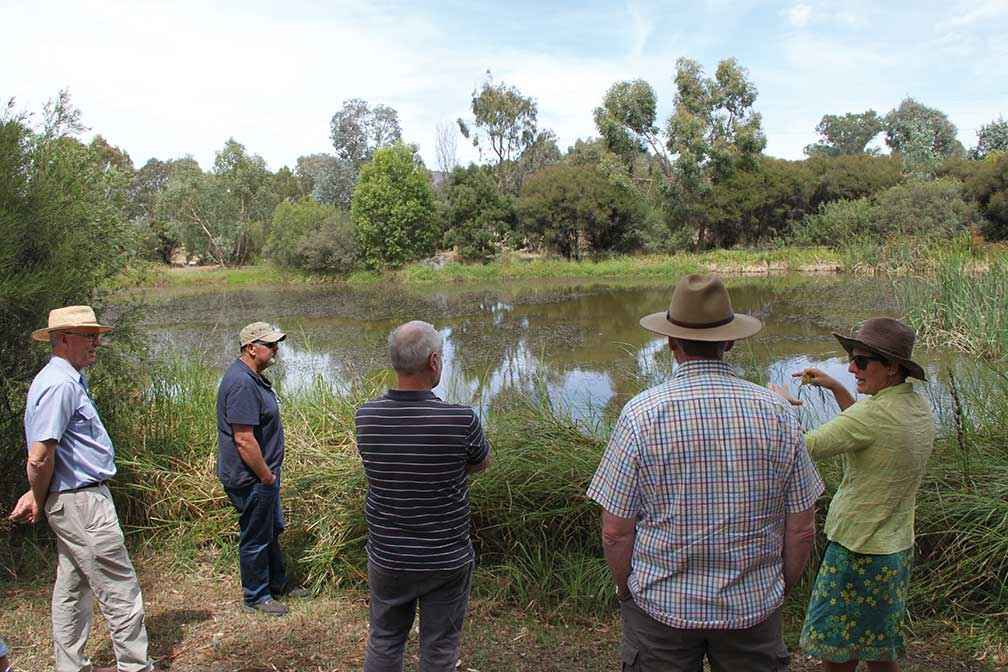 A Healthy Hectares tour at Mansfield on establishing a wetland.